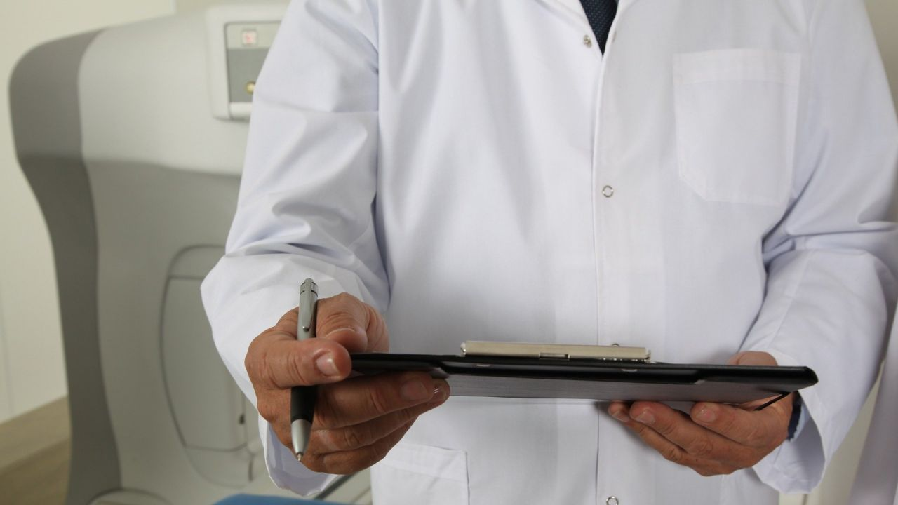 Lekarzowi grozi skazanie na od 14 do 59 lat więzienia (fot. PIxabay/valelopardo)