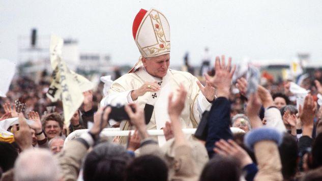 Jan Paweł II (fot.  Getty Images/Anwar Hussein/WireImage)