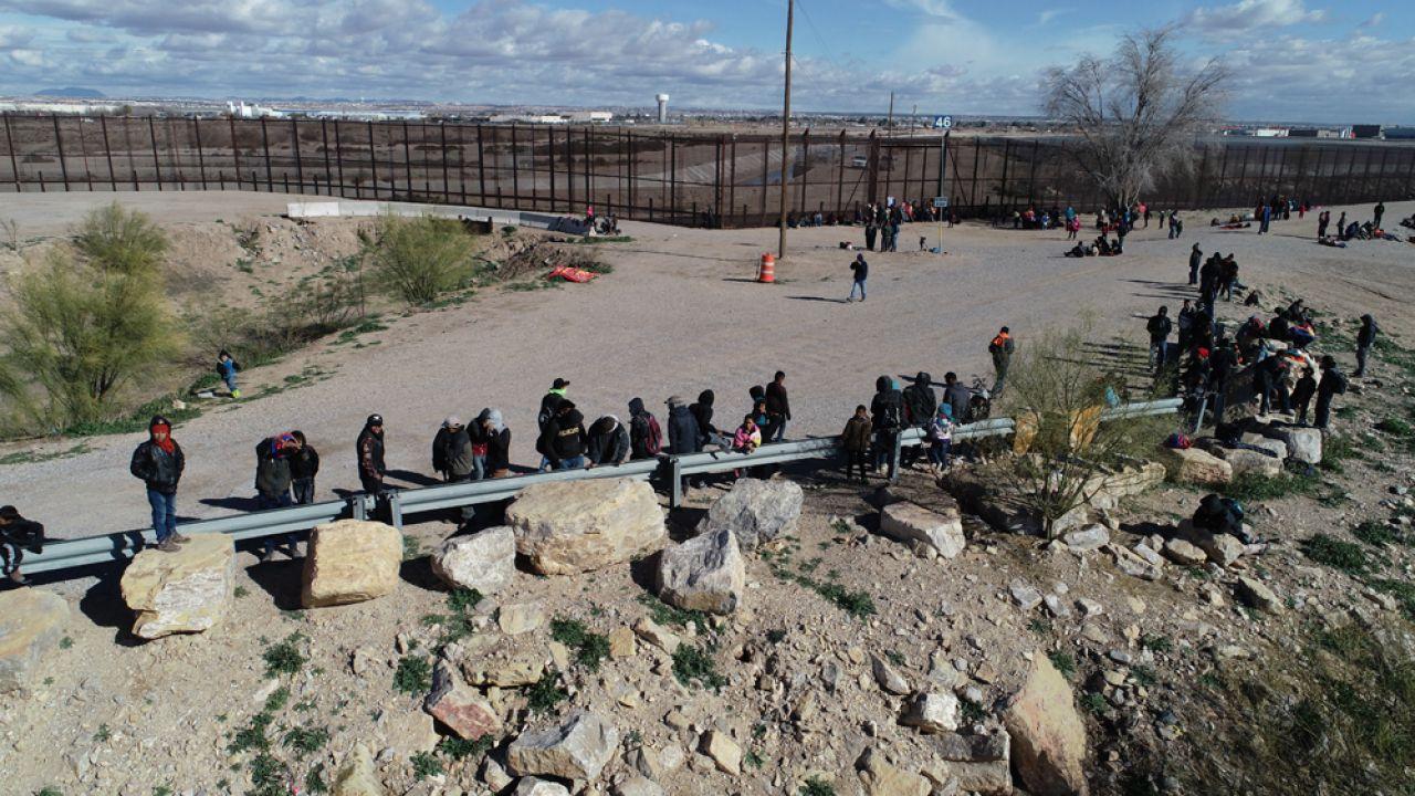 Prezydent Stanów Zjednoczonych pojedzie na granicę z Meksykiem (fot. David Peinado/NurPhoto via Getty Images)