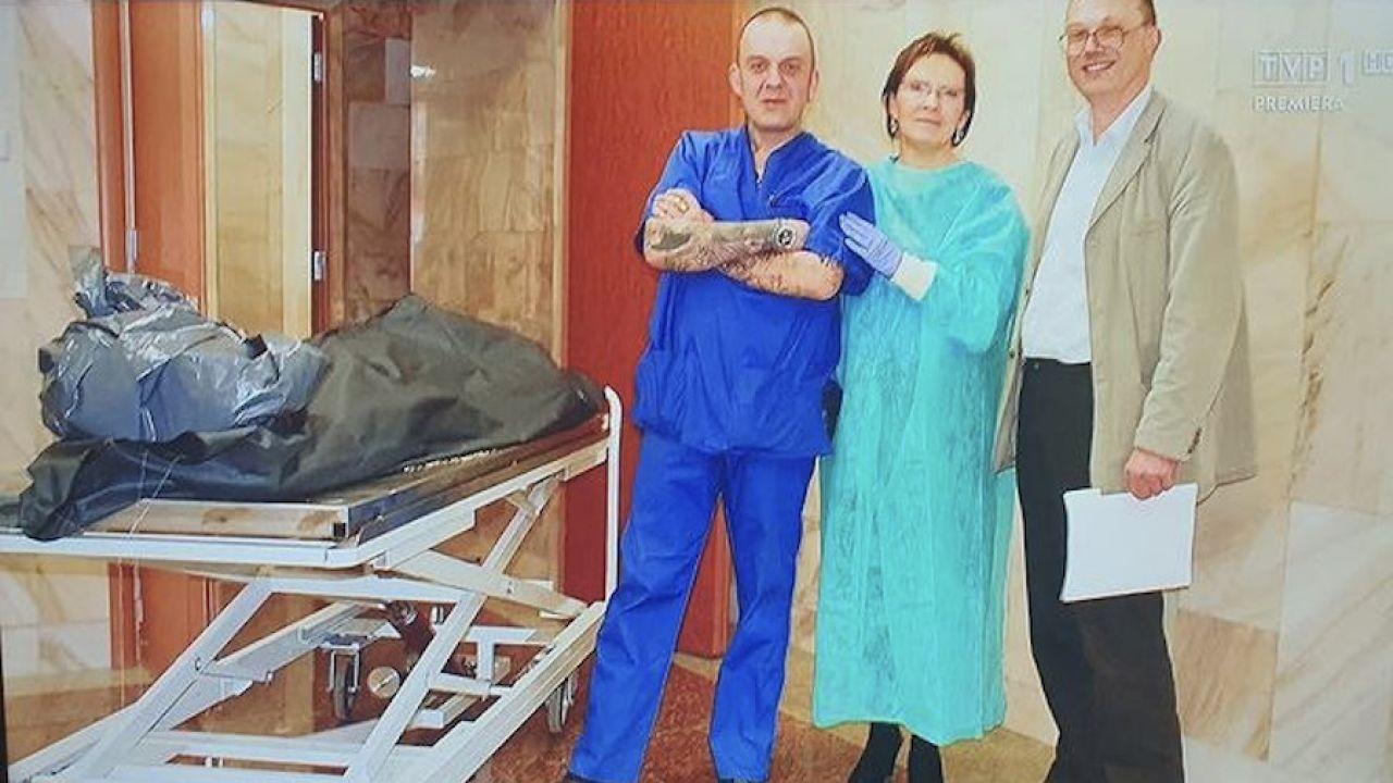 Zdjęcia Ewy Kopacz z rosyjskiego prosektorium (fot. TVP)