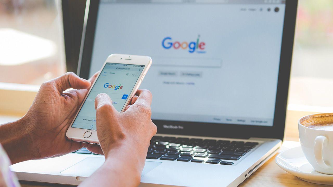 Heads Up to funkcja dla tych, którzy nie potrafią oderwać wzroku od swojego telefonu(fot. Shutterstock)