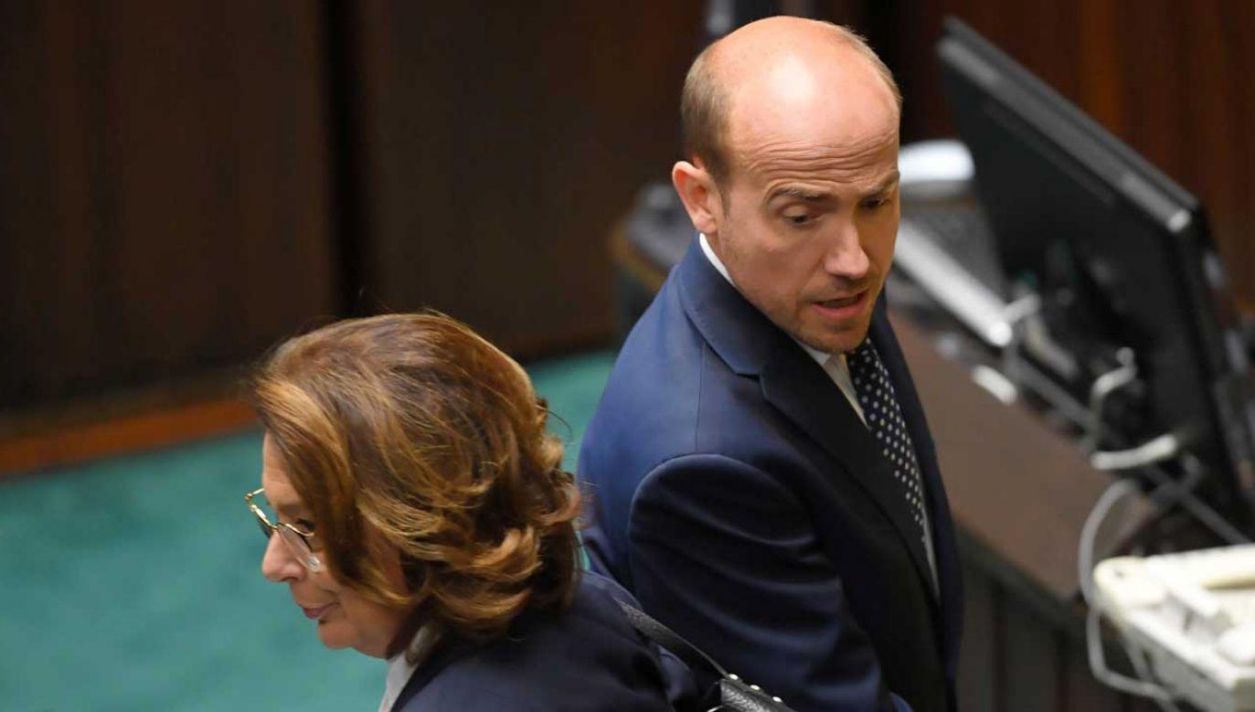 """Premier Mateusz Morawiecki mówi opozycji """"sprawdzam"""" (fot. PAP/Radek Pietruszka)"""