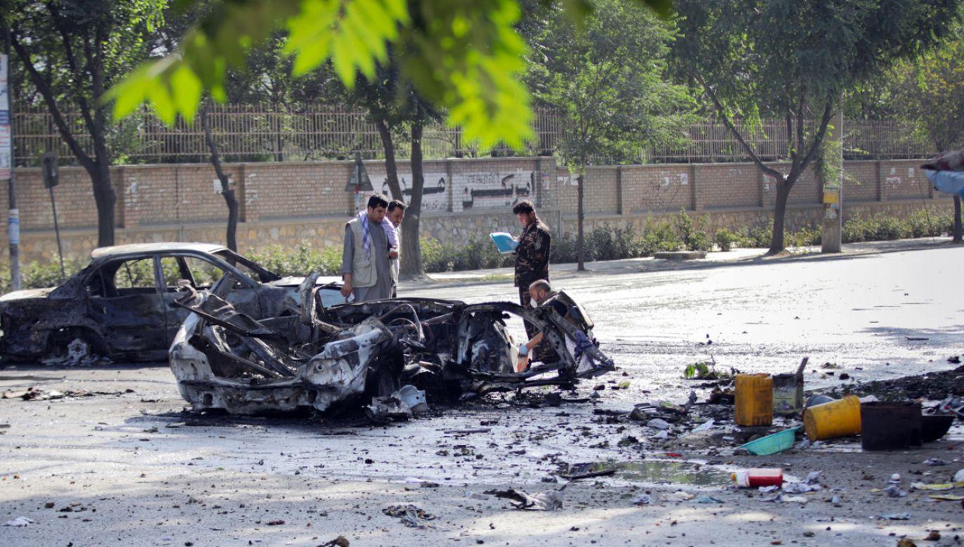 Eksplozja nastąpiła wcześnie rano, nieopodal bramy uniwersytetu w Kabulu (fot. PAP/EPA/HEDAYATULLAH AMID)