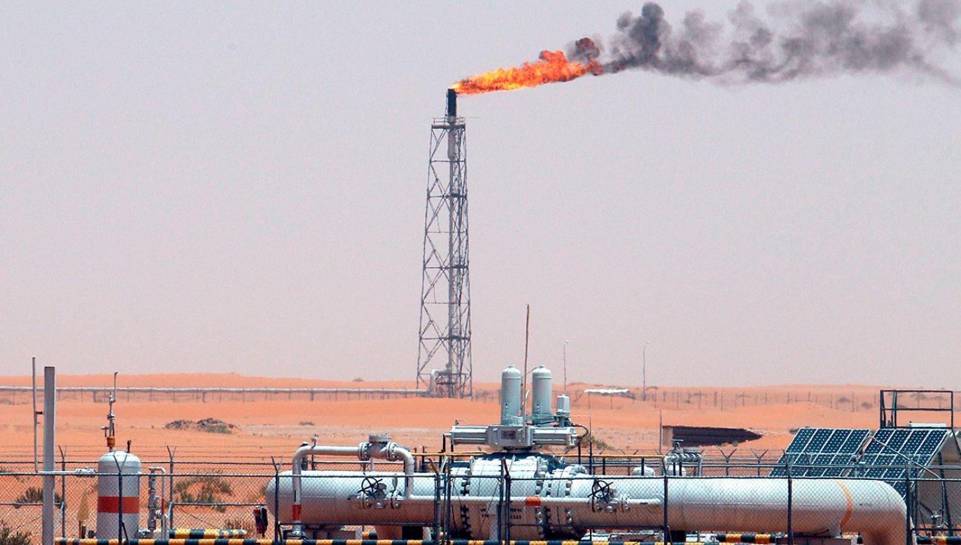 Po ataku na saudyjskie rafinerie wzrosły ceny ropy na światowych rynkach. (fot. PAP/EPA/ALI HAIDER)