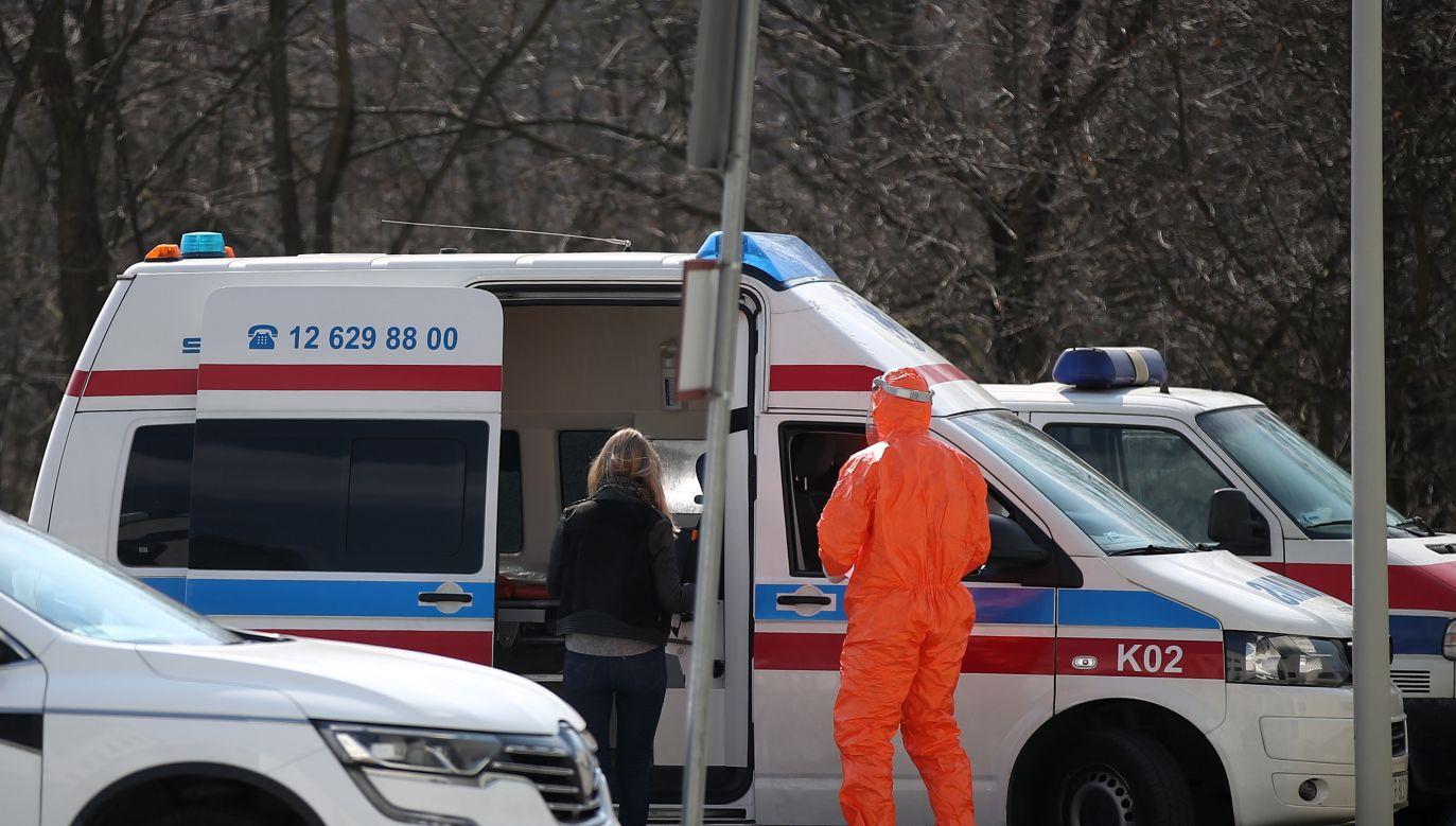 Duża część pracowników została odsunięta od pracy i objęta kwarantanną domową (fot. PAP/Łukasz Gągulski)