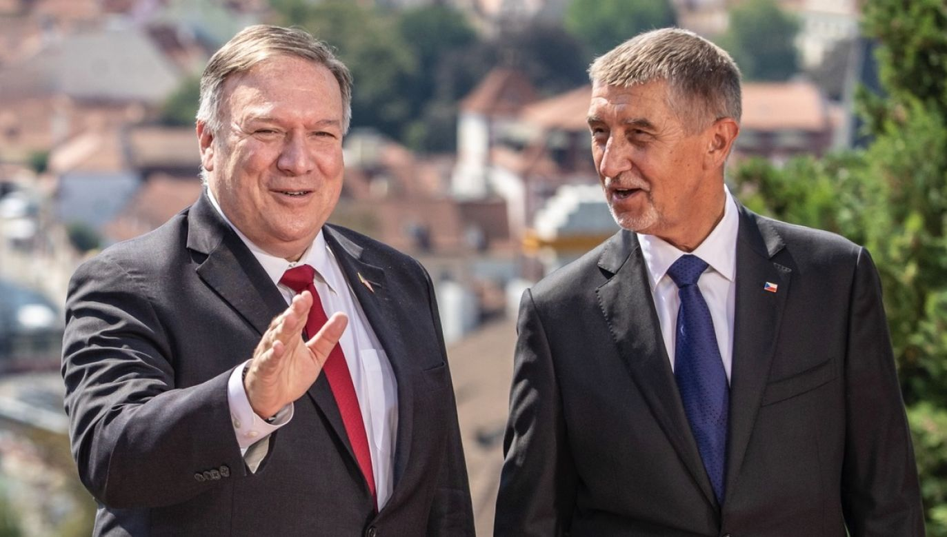 Sekretarz stanu USA Mike Pompeo spotkał się z czeskim premierem Andrejem Babiszem (fot. PAP/EPA/MARTIN DIVISEK)