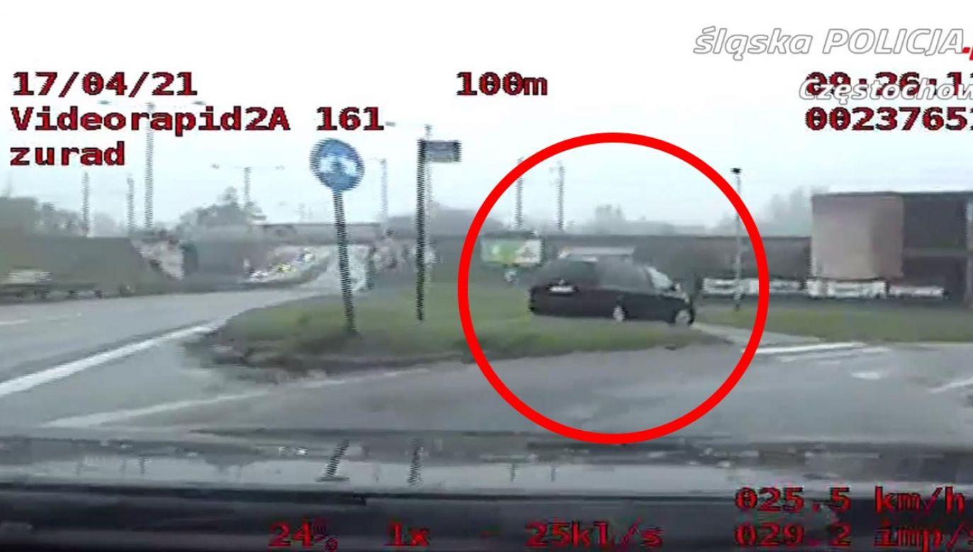 Kierowca i pasażer byli pijani (fot. Policja)