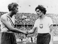 Stanisława Walasiewiczówna (z prawej) zdobyła srebro w biegu na 100 metrów w Berlinie 1936 (fot. Getty Images)