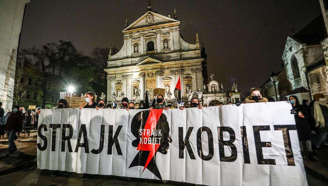Zawiadomienia o możliwości popełnienia przestępstwa napływają do prokuratur w całej Polsce (fot.  Beata Zawrzel/NurPhoto via Getty Images)
