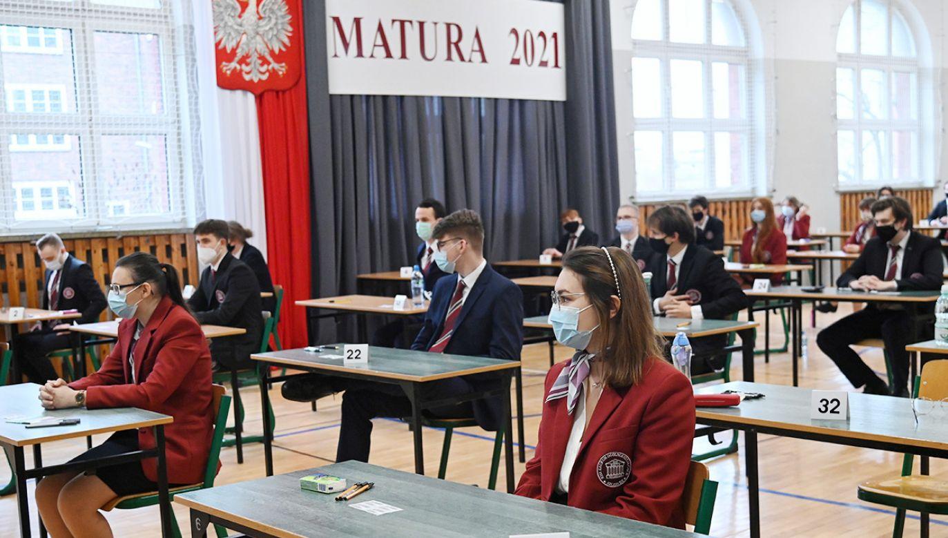 Dziś maturzyści zmierzyli się z podstawową matematyką (fot. PAP/Marcin Bielecki)