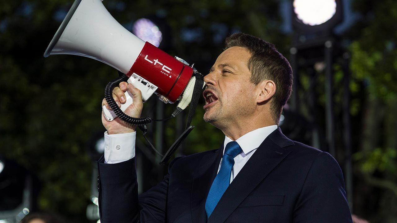 Większe ośrodki w większości postawiły na kandydata Koalicji Obywatelskiej (fot. Attila Husejnow/SOPA Images/LightRocket via Getty Images)