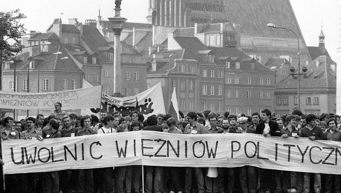 Podpisano ustawę o działaczach opozycji antykomunistycznej oraz osobach represjonowanych z powodów politycznych (fot. PAP/Wojciech Kryński)