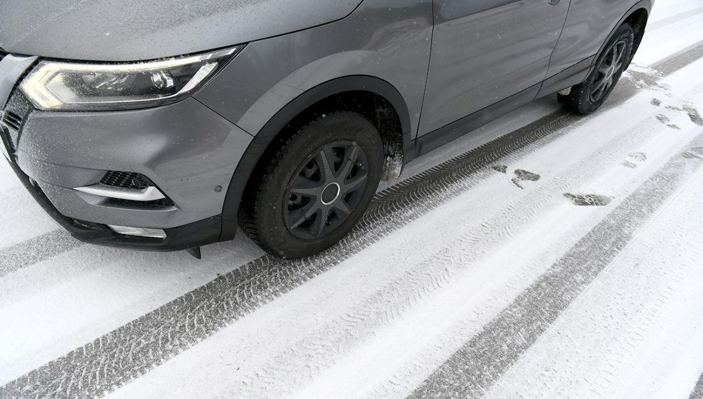 Na drogach będzie ślisko (fot. PAP/Darek Delmanowicz)