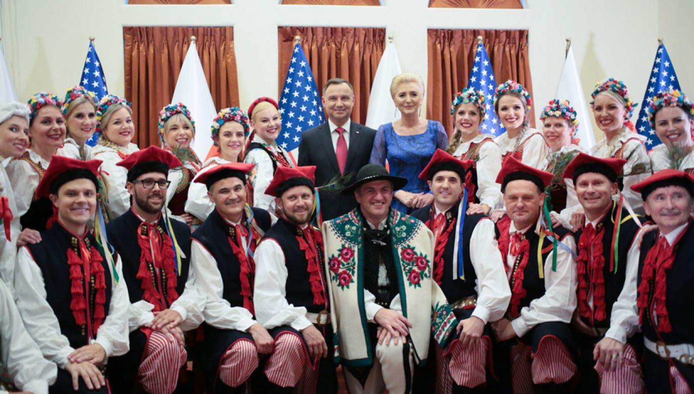 Prezydent Andrzej Duda z małżonką podczas spotkania z przedstawicielami Polonii w Houston (fot. PAP/Leszek Szymański)