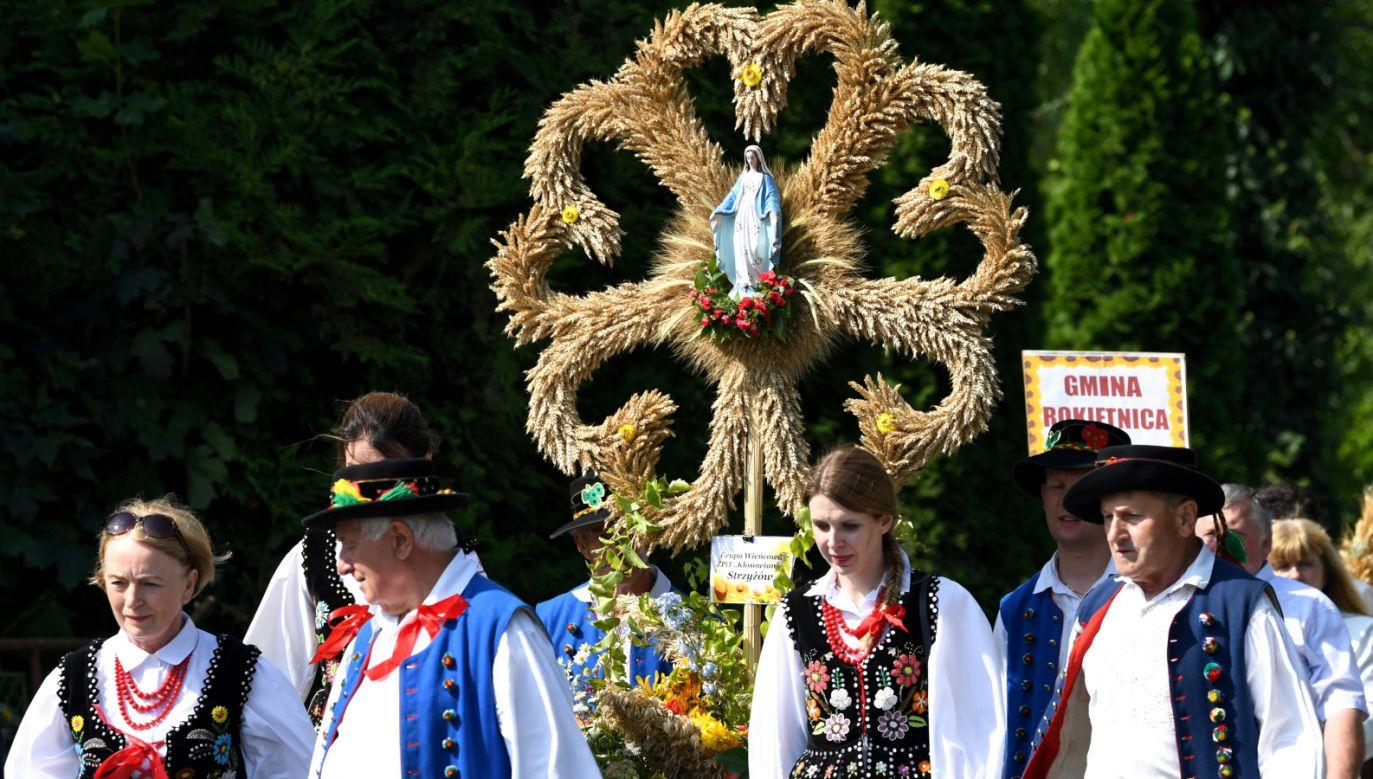 W niedzielę w Markowej koło Łańcuta odbyły się 19. dożynki województwa podkarpackiego połączone z 36. dożynkami archidiecezji przemyskiej (fot. PAP/Darek Delmanowicz)
