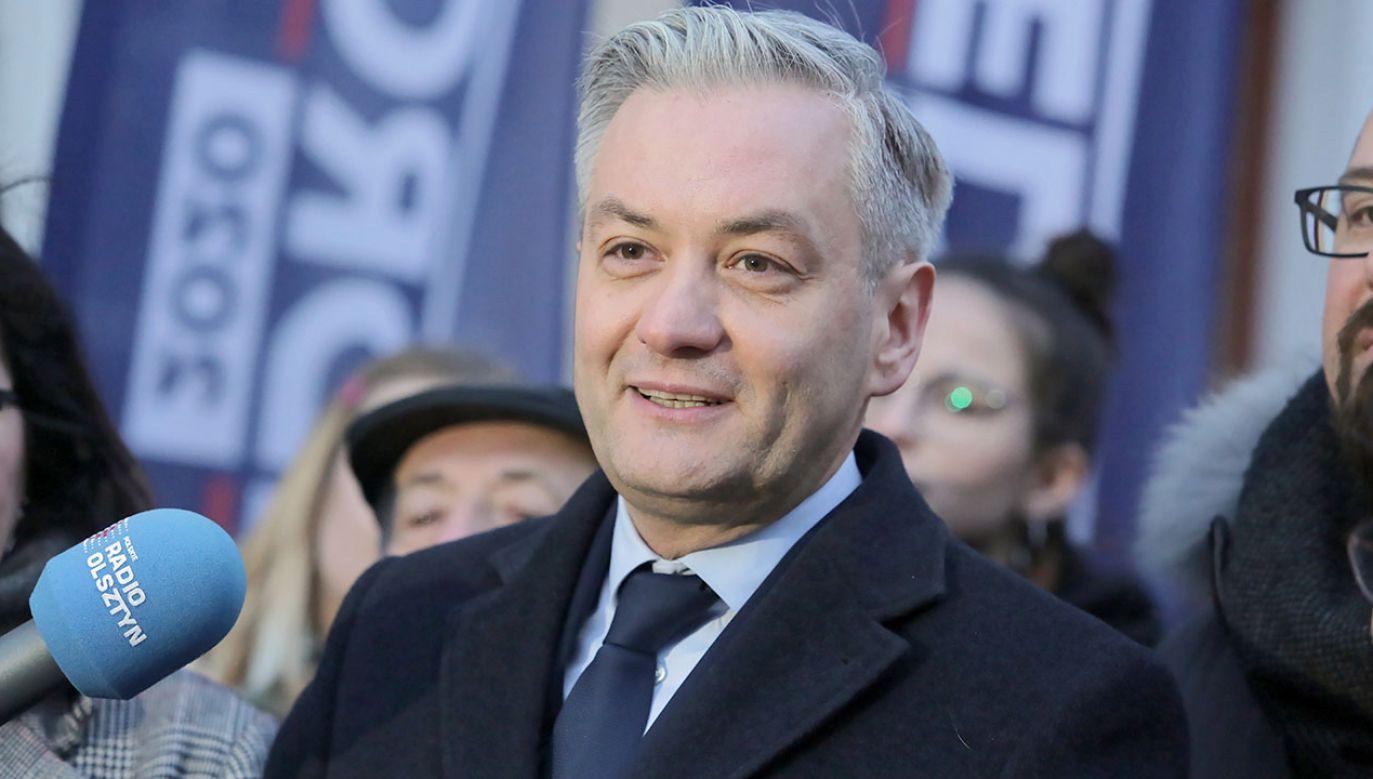Podwyższenie emerytur dla byłych funkcjonariuszy PRL to jeden z głównych postulatów kandydata Lewicy na prezydenta Roberta Biedronia (fot. PAP/Tomasz Waszczuk)