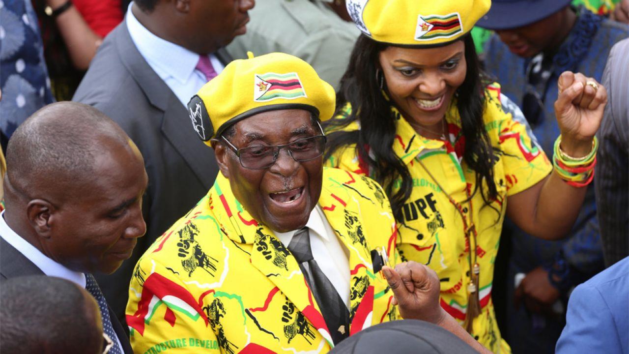Robert Mugabe zamierzał przekazać władzę żonie Grace, ale nie zdążył (fot. PAP/EPA/AARON UFUMELI)