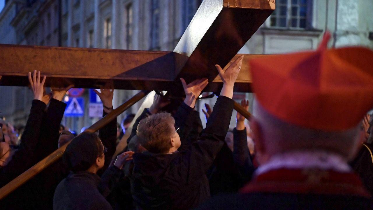 W Wielki Piątek, 10 kwietnia, TVP1 o godz. 20.50 przeprowadzi transmisję Drogi Krzyżowej z udziałem papieża Franciszka (fot. arch.PAP/Piotr Nowak)
