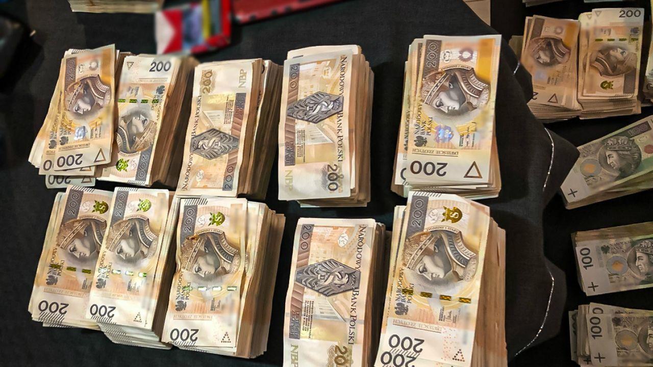 Oszuści zarobili dzisiątki milionów złotych (fot. CBŚP)