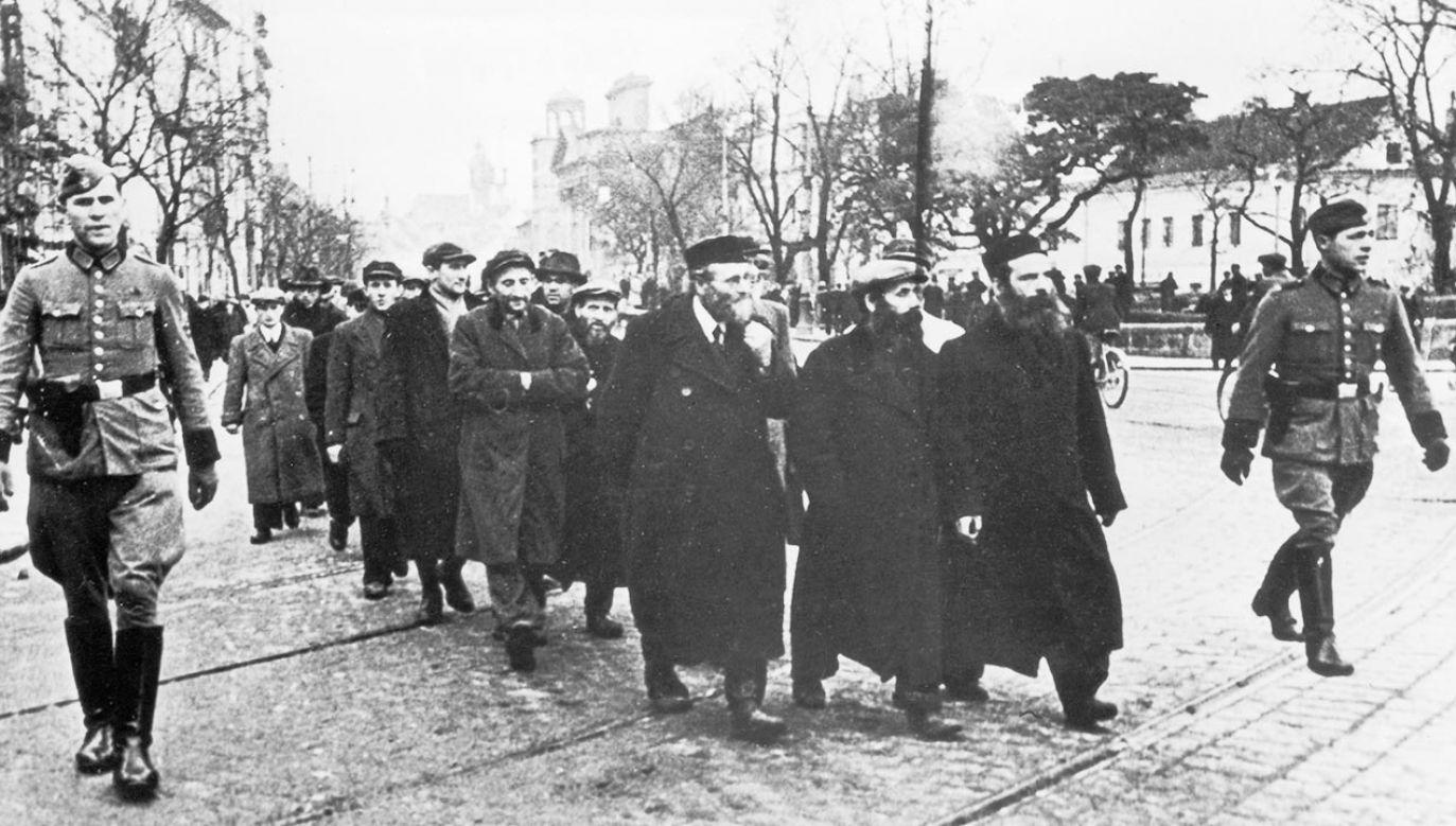 Niemcy już w 1939 r. rozpoczęli przesiedlanie Żydów w okupowanej Polsce (fot.  Keystone/Getty Images)