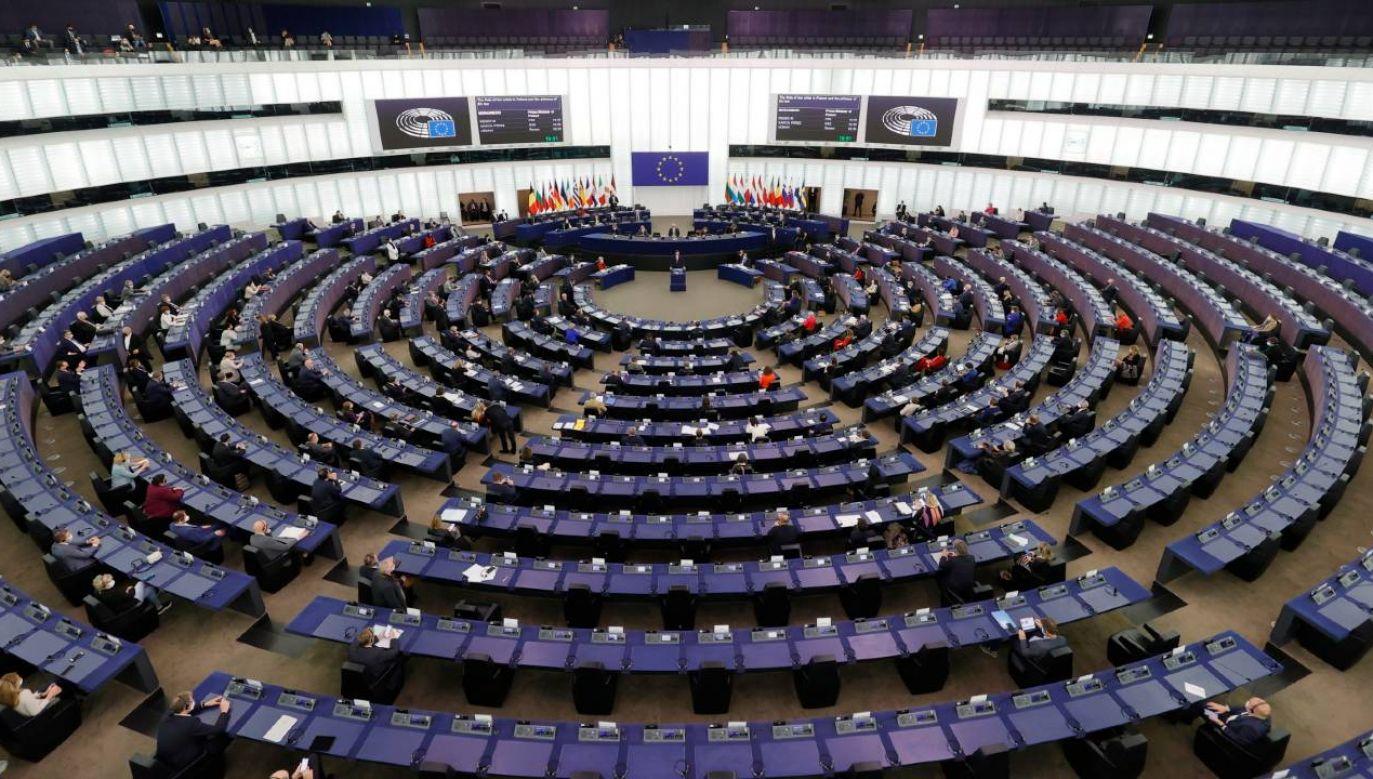 Europosłowie wezwali KE do niezatwierdzania polskiego Planu Obudowy do czasu wdrożenia przez rząd postanowień TSUE (fot. PAP/EPA/RONALD WITTEK)