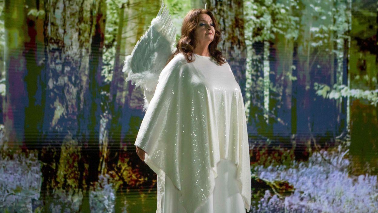 Na Marcina Kabata na ziemi czeka nagroda, którą zwiastuje anioł Teofil, którego zagrała Anna Dymna (fot. Sylwia Penc)