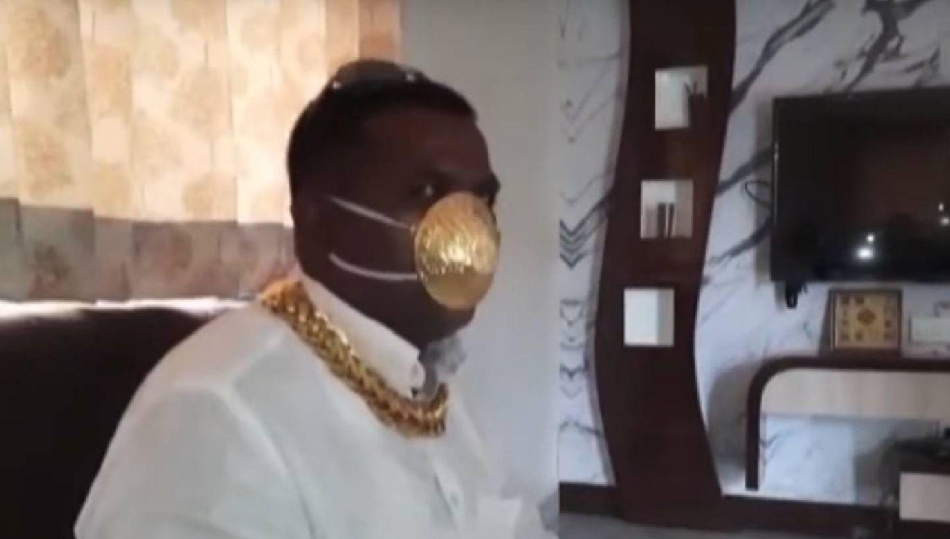 Biznesmen z Indii zainwestował w ochronę przed epidemią duże pieniądze (fot. YouTube/IndiaTV)