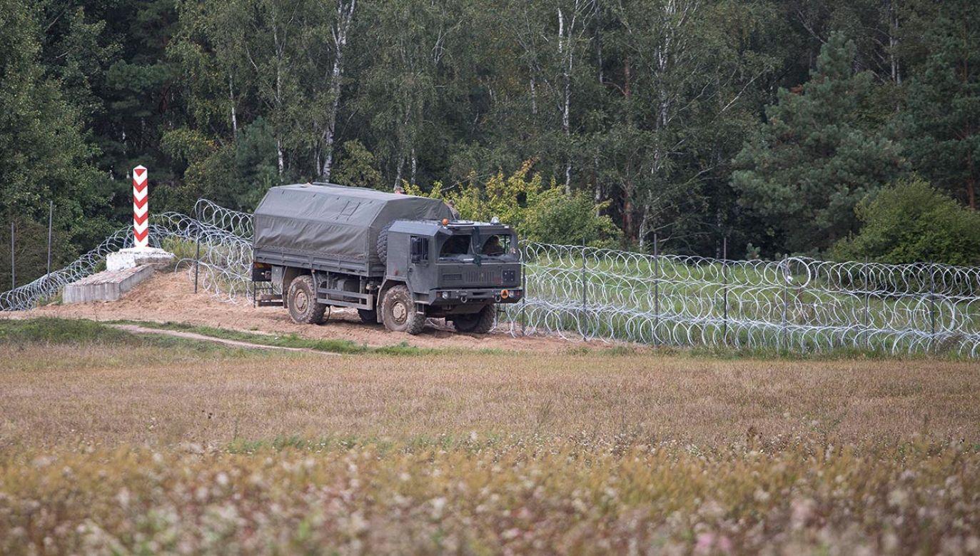 Zasieki na granicy polsko-białoruskiej (fot. Maciej Luczniewski/NurPhoto via Getty Images)