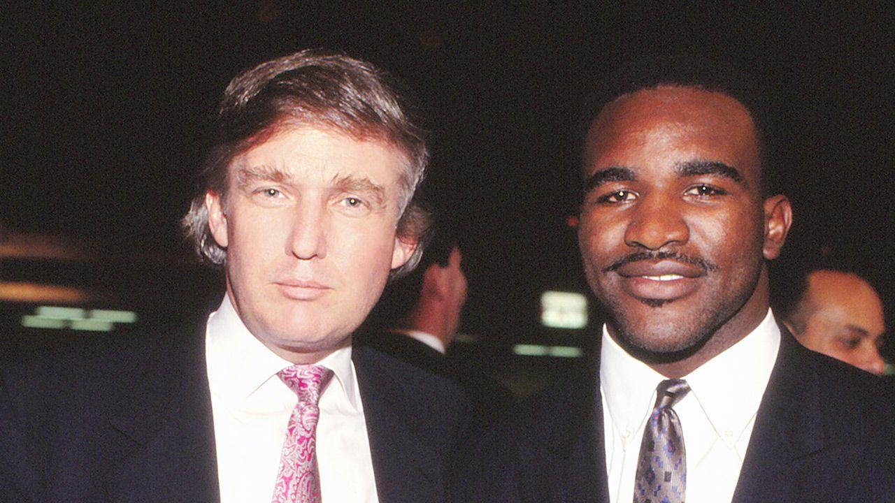 Donald Trump i Evander Holyfield podczas walki Mike'a Tysona w 1988 roku (fot. Jeffrey Asher/ Getty Images)