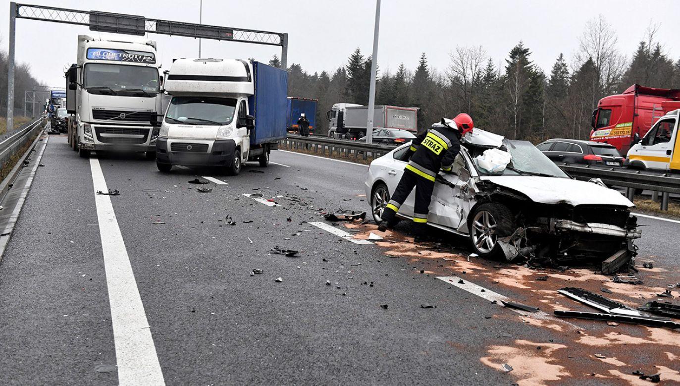 Jezdnia w kierunku Warszawy została całkowicie zablokowana (fot. PAP/Piotr Polak)