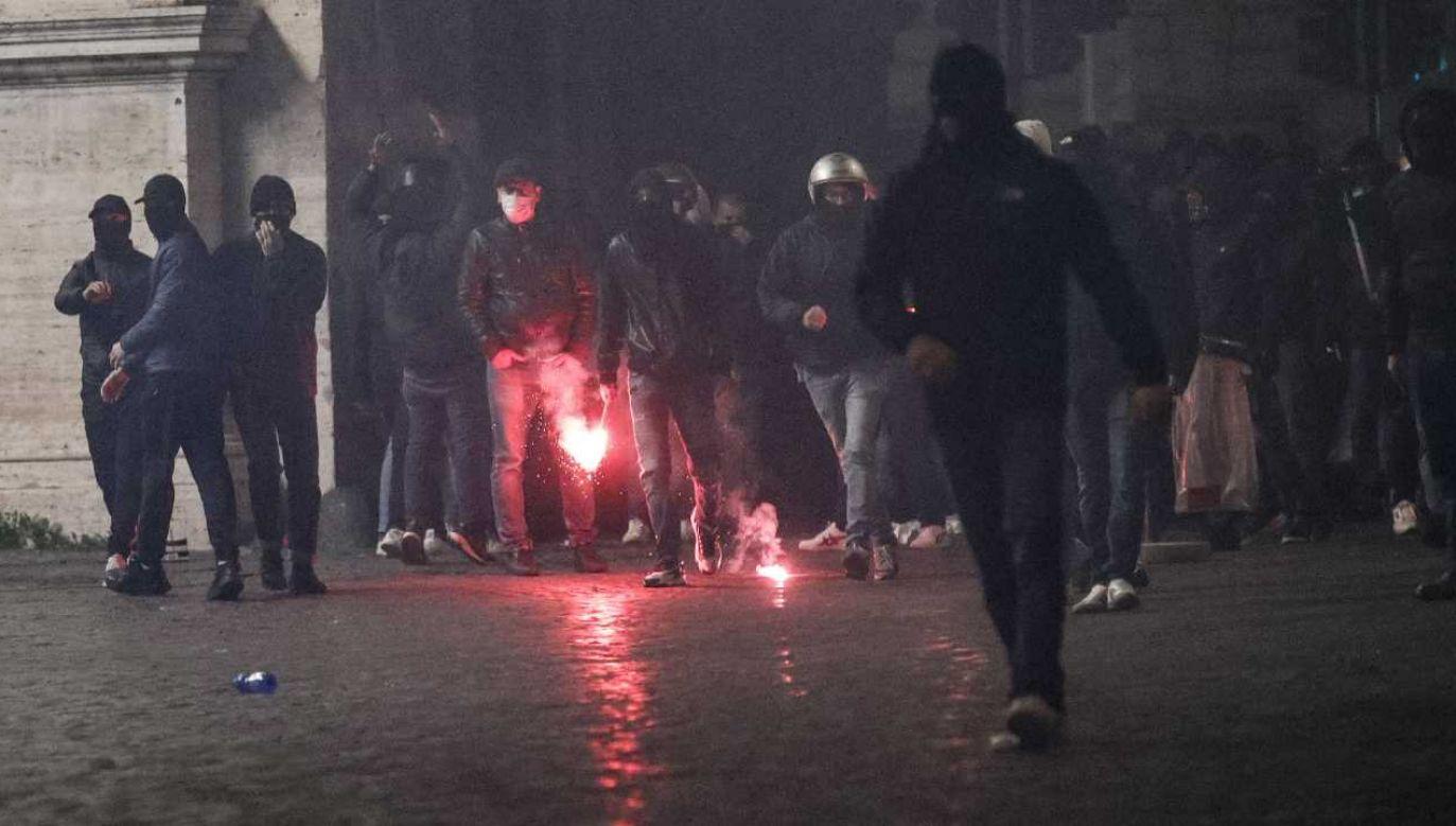 Wśród protestujących znaleźli się neofaszyści (fot. PAP/EPA/GIUSEPPE LAMI)