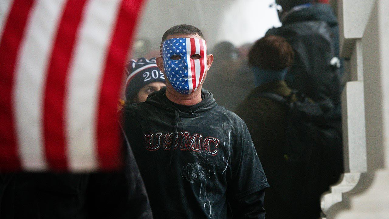 W środę doszło do zamieszek na Kapitolu (fot. Graeme Sloan/Bloomberg via Getty Images)