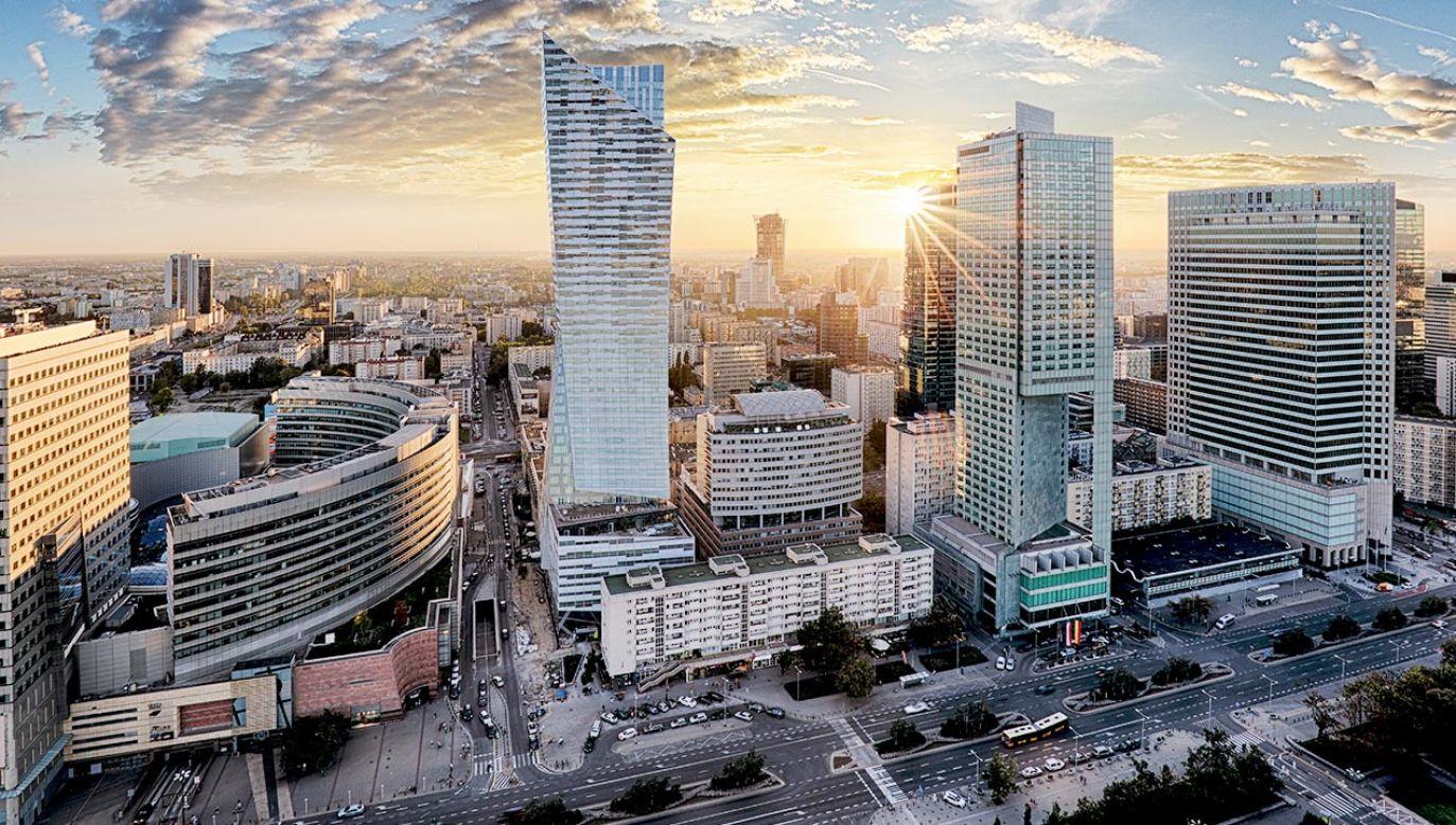 Premier zapewnia, że pieniądze z KPO trafią do Polski (fot. Shutterstock)