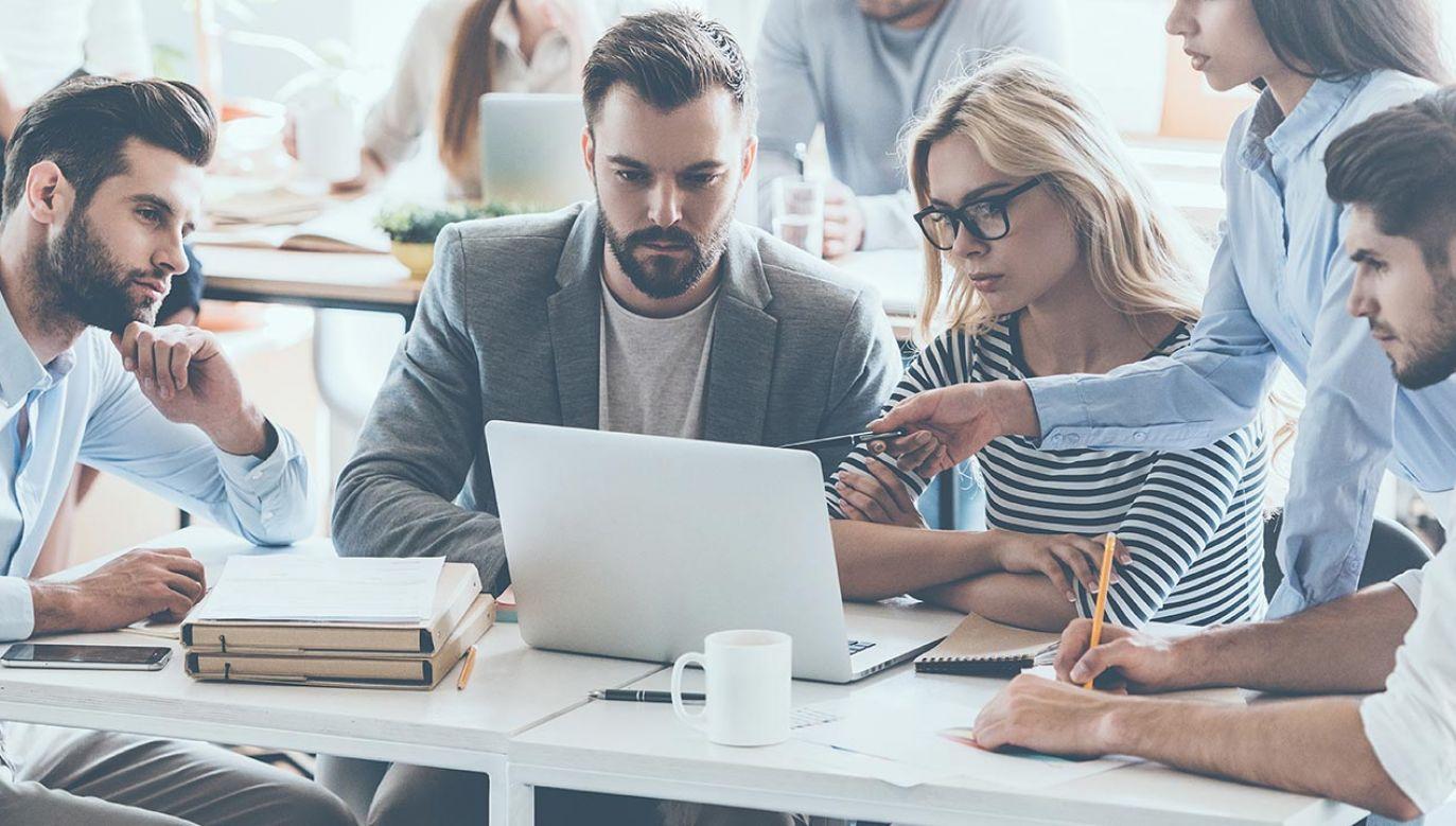 W 2020 r. najwyższe płace były w branży teleinformatycznej (fot. Shutterstock/G-Stock Studio)