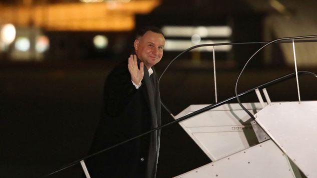 Prezydent Duda na lotnisku Chopina w Warszawie przed odlotem do Luksemburga (fot. PAP/Leszek Szymański)