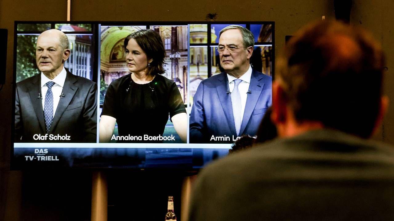 Olaf Scholz, Annalena Baerbock i Armin Laschet wzięli udział w debacie (fot. PAP/EPA/FILIP SINGER)