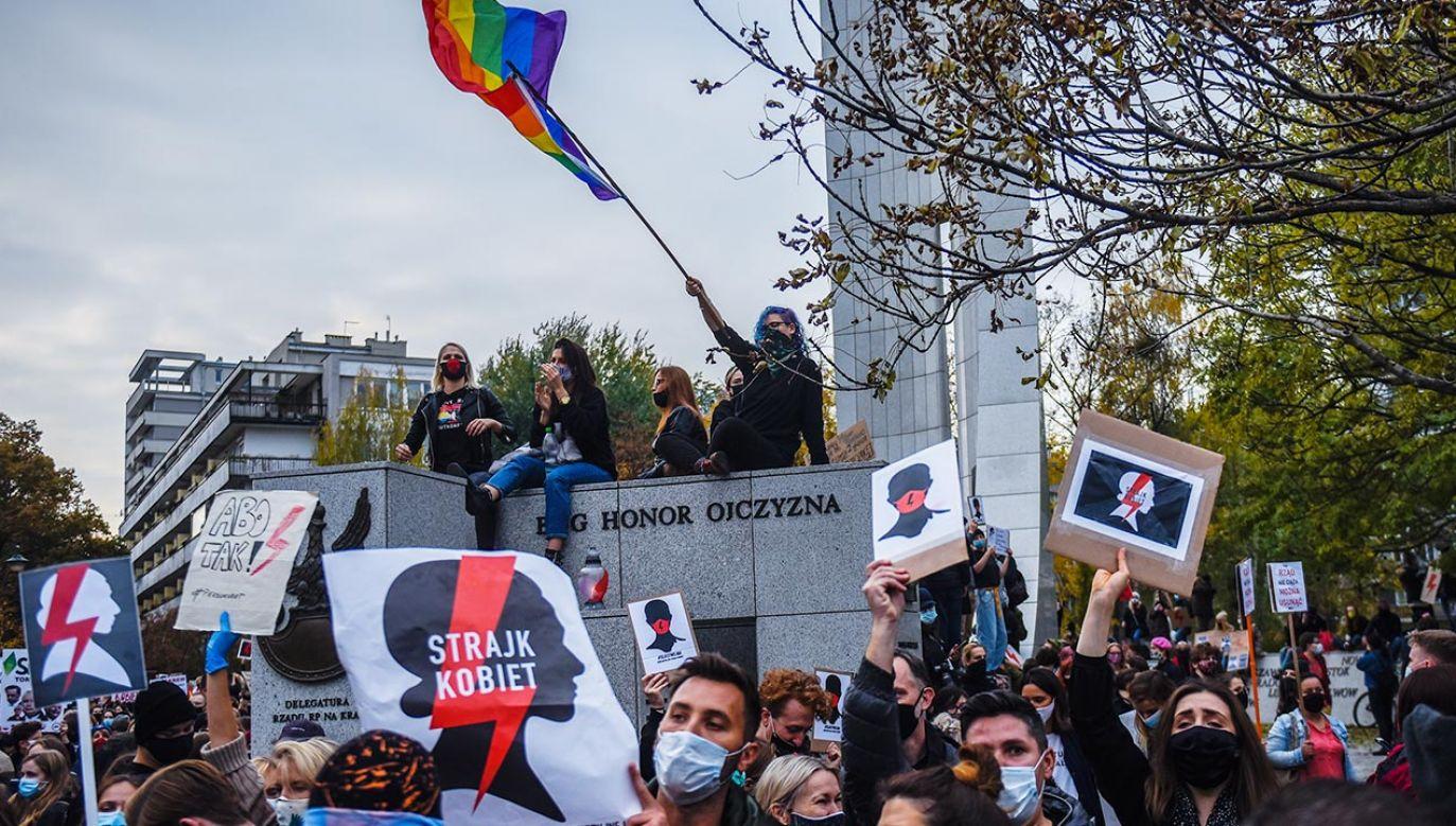 Wielotysięczne protesty przeciw zaostrzeniu prawa aborcyjnego trwają od czwartku (fot. Omar Marques/Getty Images)
