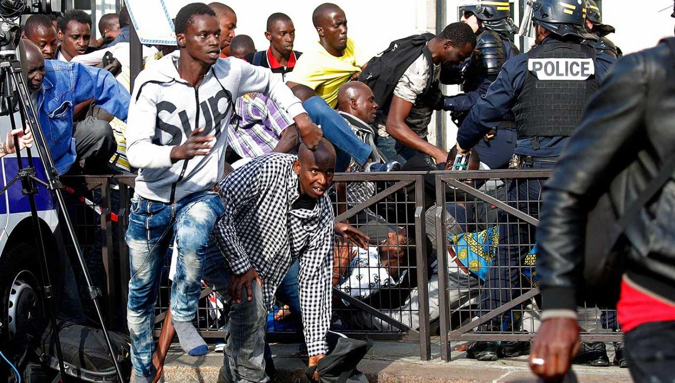 Starcia policji z imigrantami w Paryżu (fot. REUTERS/Charles Platiau)
