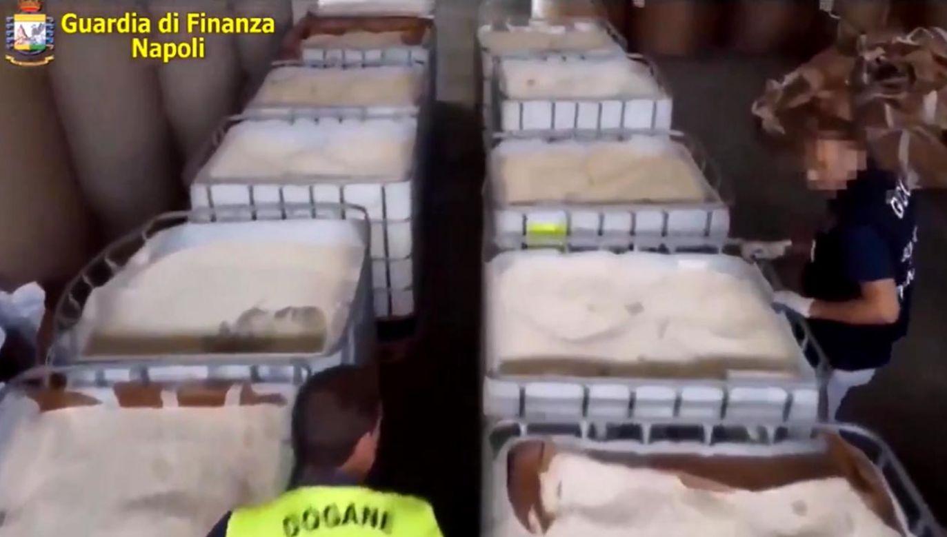 Podczas dochodzenia policja trafiła na trop trzech podejrzanych kontenerów, będących w drodze do portu w mieście Salerno  (fot. Guardia di Finanza)