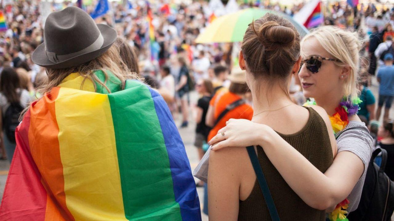 """Joachim Brudziński napisał w mediach społecznościowych, że """"Polska bez LGBT jest najpiękniejsza"""" (fot. Getty Images/NurPhoto/Maciej Luczniewski)"""