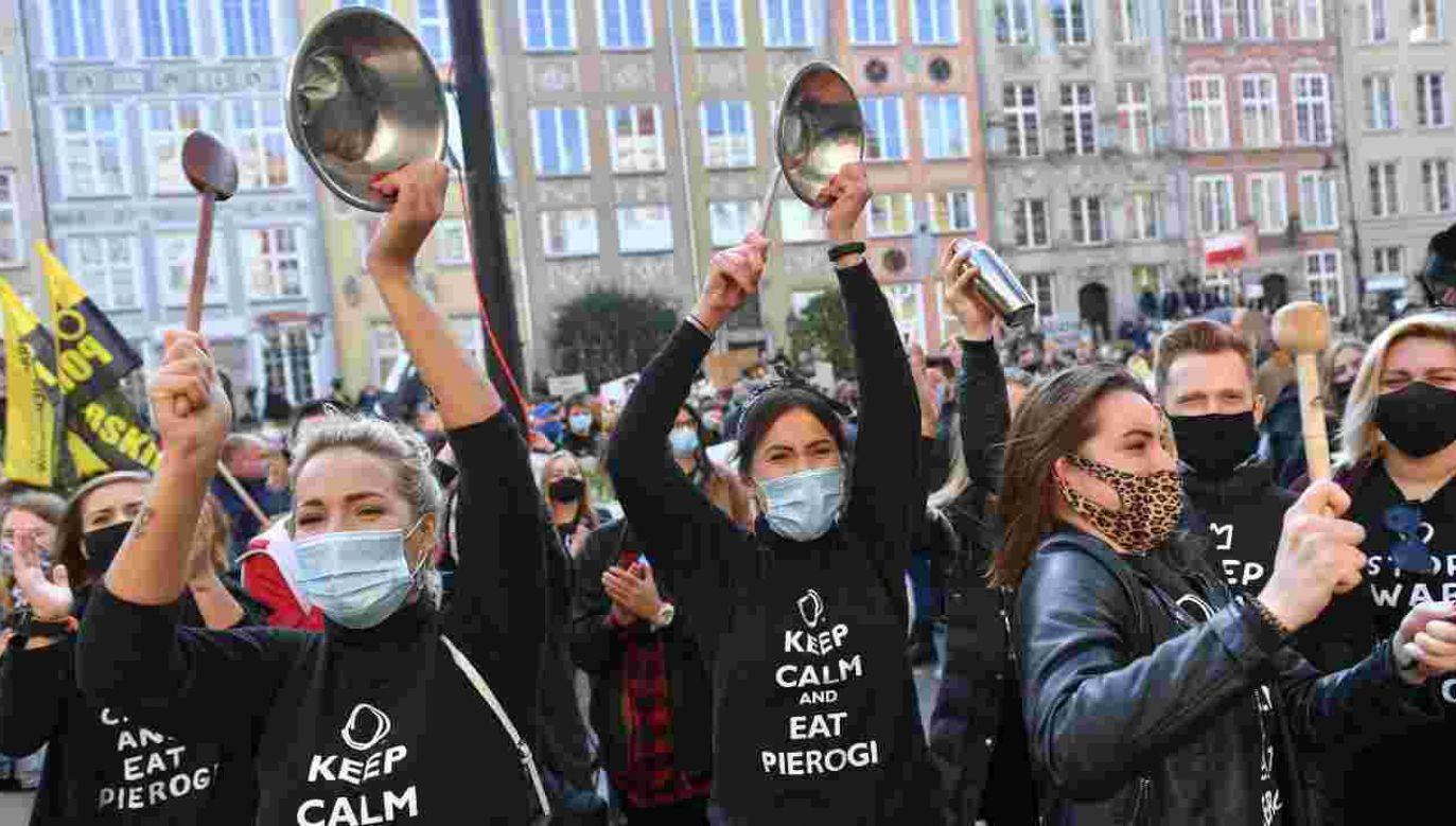 Protesty odbywają się między innymi w Gdańsku (fot. PAP/Adam Warżawa)