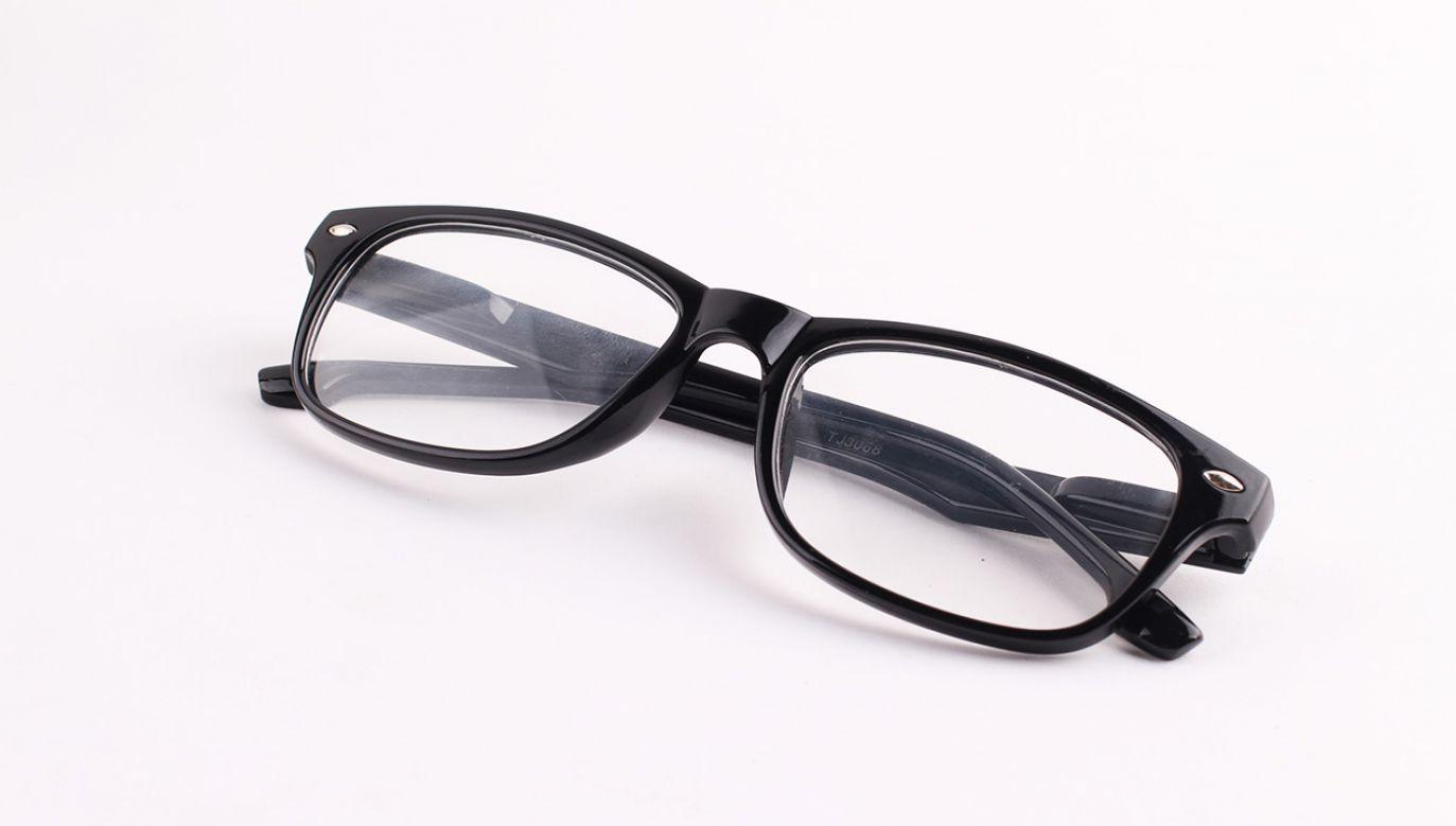 Niedługo przechowasz dane w zwykłych okularach (fot. Shutterstock/Adha Ghazali)
