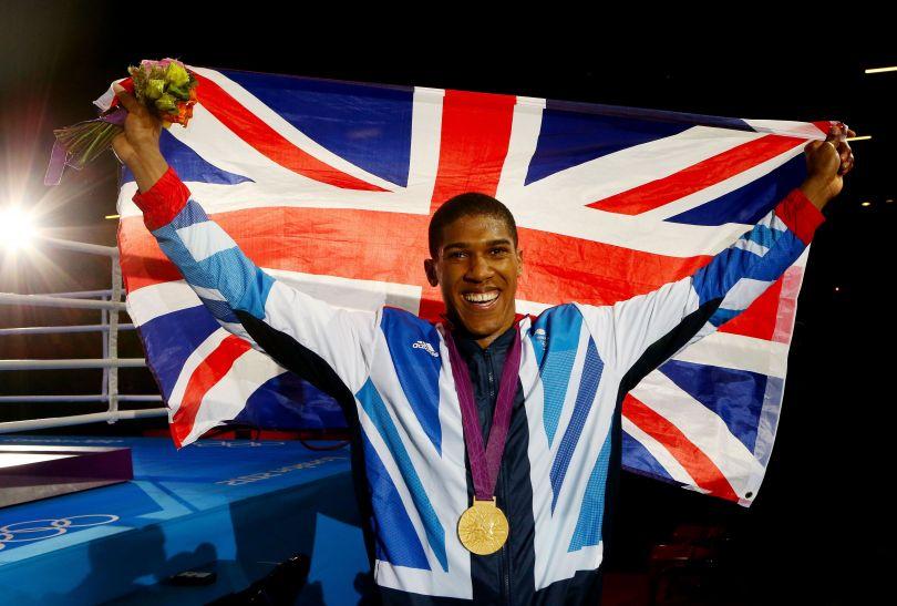 Joshua tuż po ceremonii rozdania medali (fot. Getty Images)