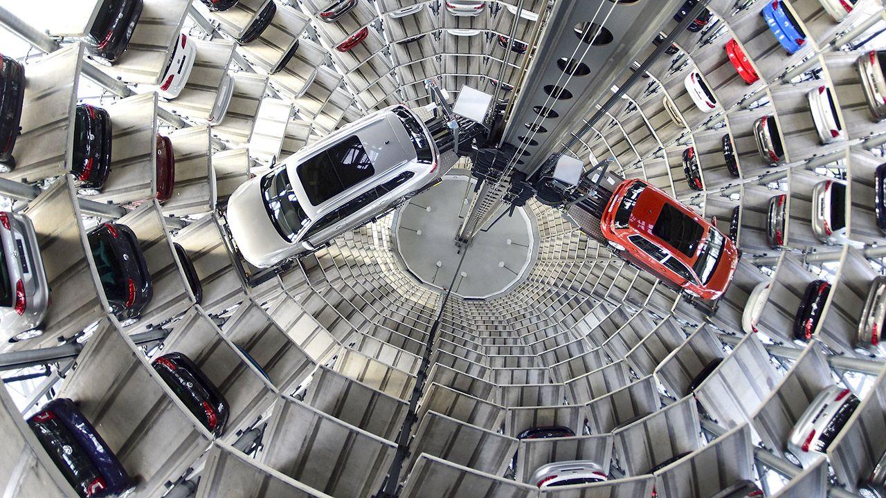 Produkujący samochody Volkswagen musiał zamknąć swoje chińskie fabryki z powodu koronawirusa 2019-nCoV (fot. Alexander Koerner/Getty Images)