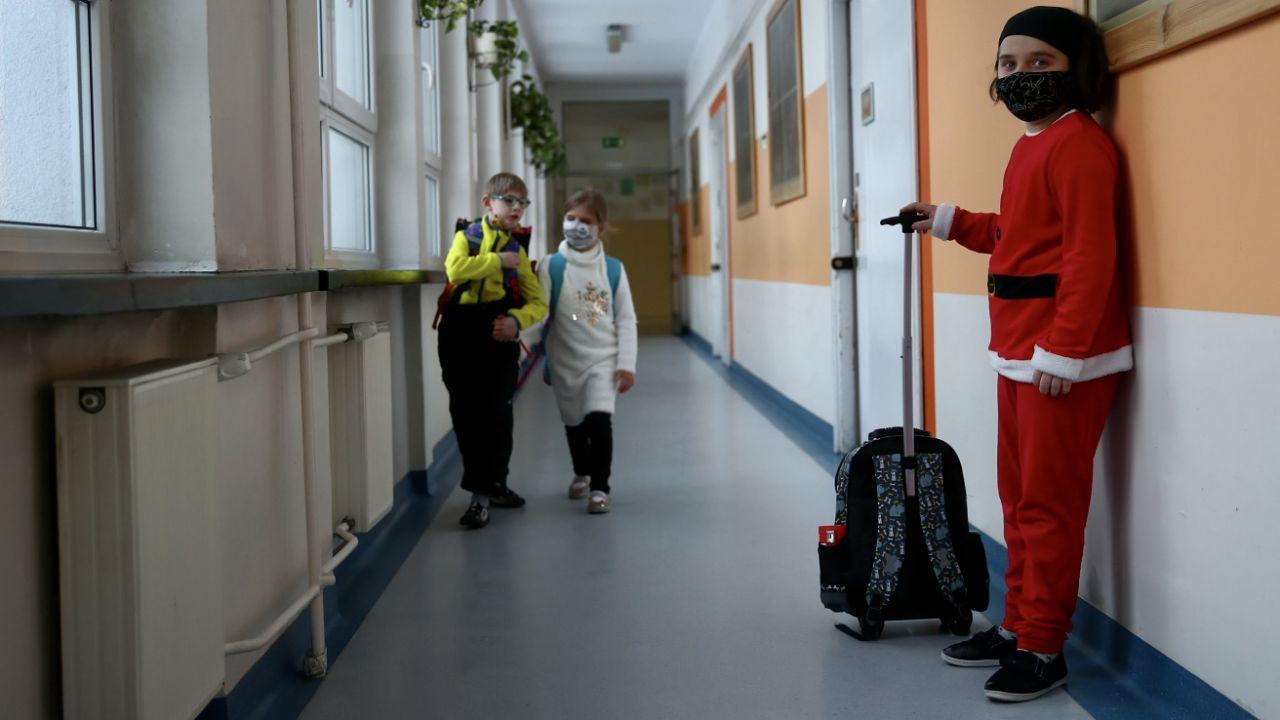 Pomoc dotyczy starszych uczniów po powrocie do szkół (fot. PAP/Ł.Gągulski, zdjęcie ilustracyjne)