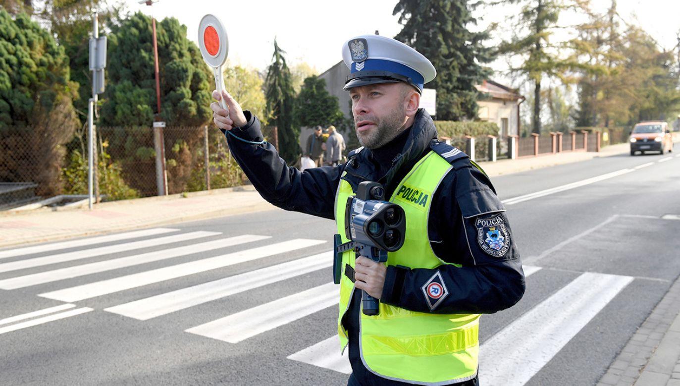 Zatrzymano ponad 1300 kierujących pod wpływem alkoholu (fot. PAP/Darek Delmanowicz)