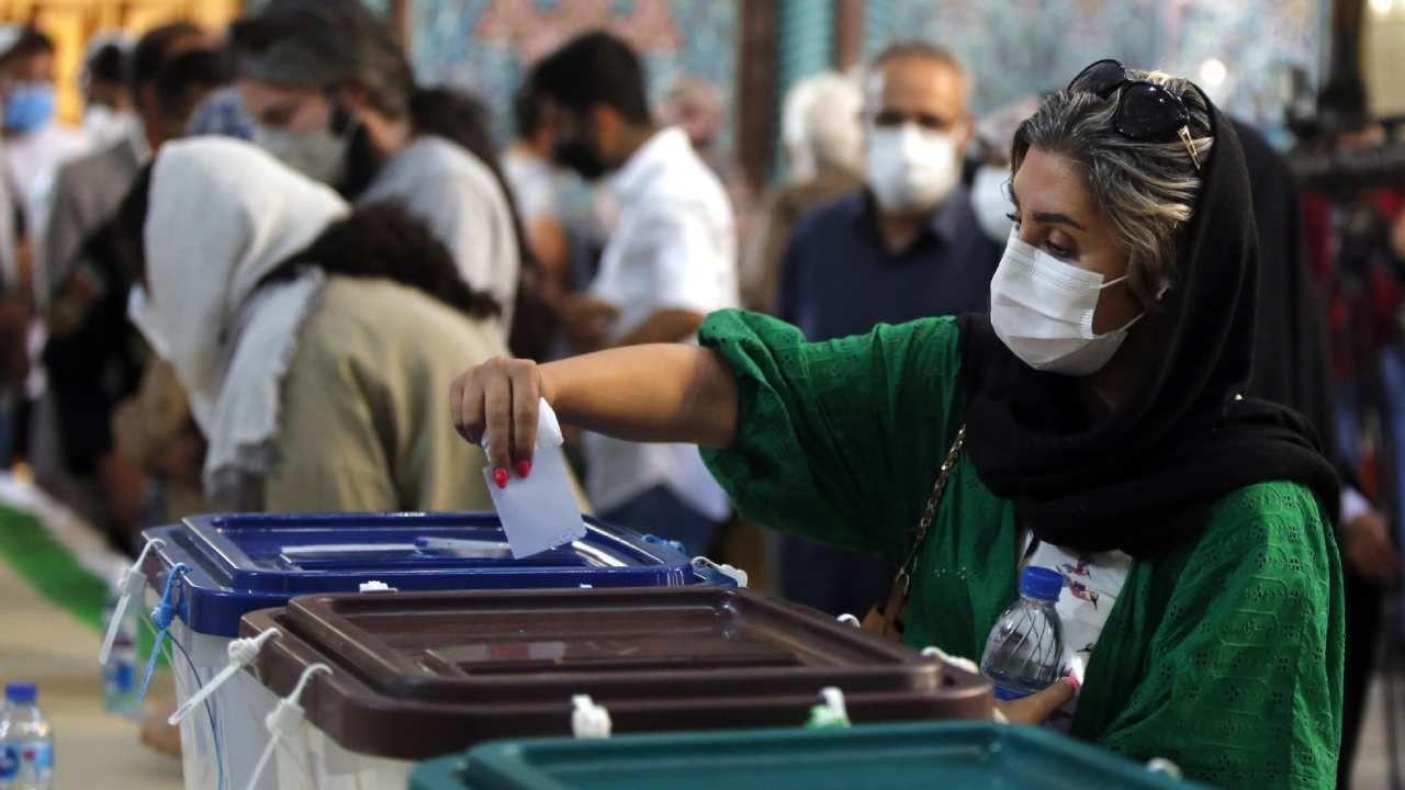 W niektórych lokalach wyborczych głosowanie przedłużono o dwie godziny  (fot. PAP/Ebrahim Raisi)