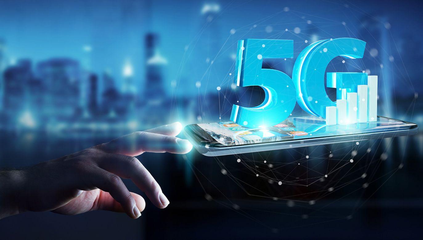 W poniedziałek Urząd Komunikacji Elektronicznej rozpoczął konsultacje ws. aukcji na cztery rezerwacje częstotliwości z pasma 3,6 GHz (fot. Shutterstock/sdecoret)