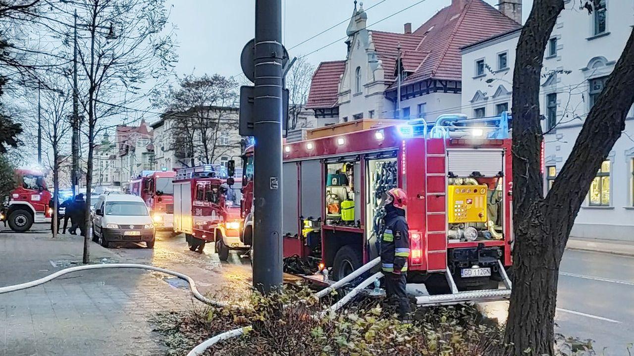 Z budynku ewakuowano 18 osób (fot. TT/KW PSP Gdańsk)