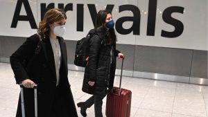Wszyscy przyjeżdzający z zagranicy do Wlk. Brytanii będą musieli odbyć kwarantannę (fot. PAP/EPA/NEIL HALL)